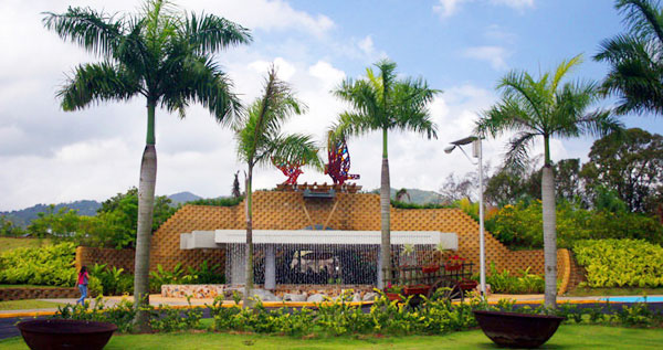Pasad a al jard n bot nico de caguas entrada a las for Jardin botanico costo entrada